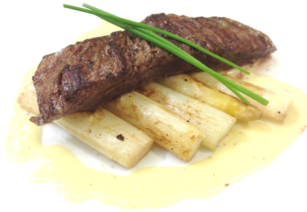Flank steak s holandskou omackou a cerstvym chrestem web
