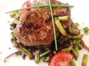 Flank steak se zelenou fazolkou